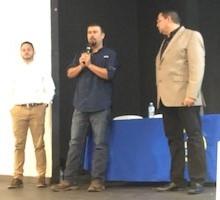 Alcalde de Utuado dando bienvenida