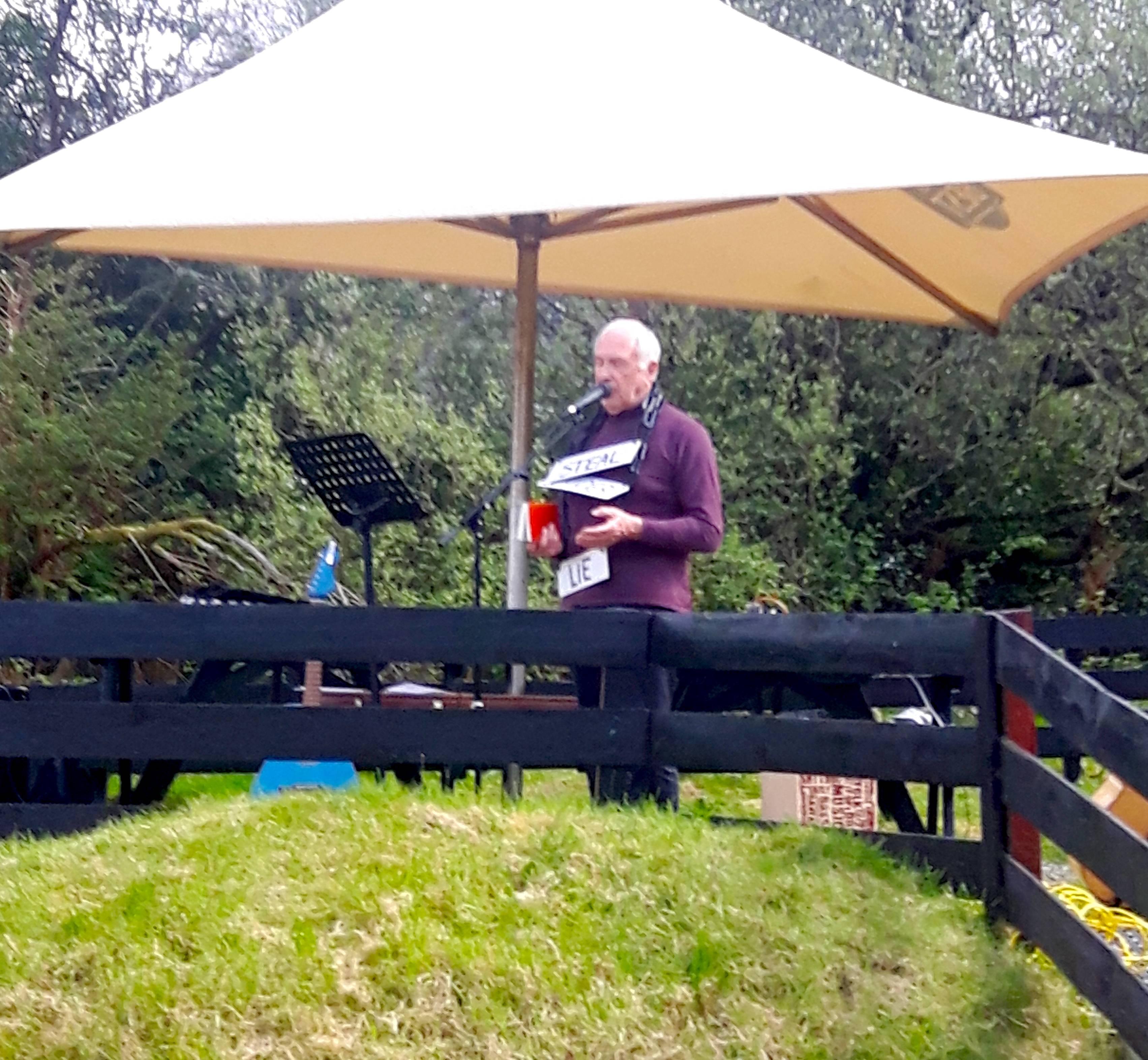 Svenning av Lofti preaching in Mull