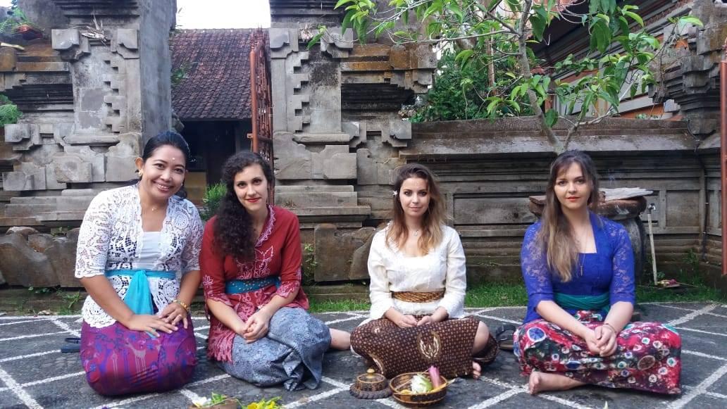Eka Yuliani, Camilla Cenni, Sydney Chertoff, and Chloë Wright participating in Galungan ceremonies (Ubud, Bali, May 2018)