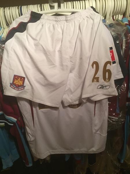 Shaun Newton´s 2006 FA cup final shirt and shorts.
