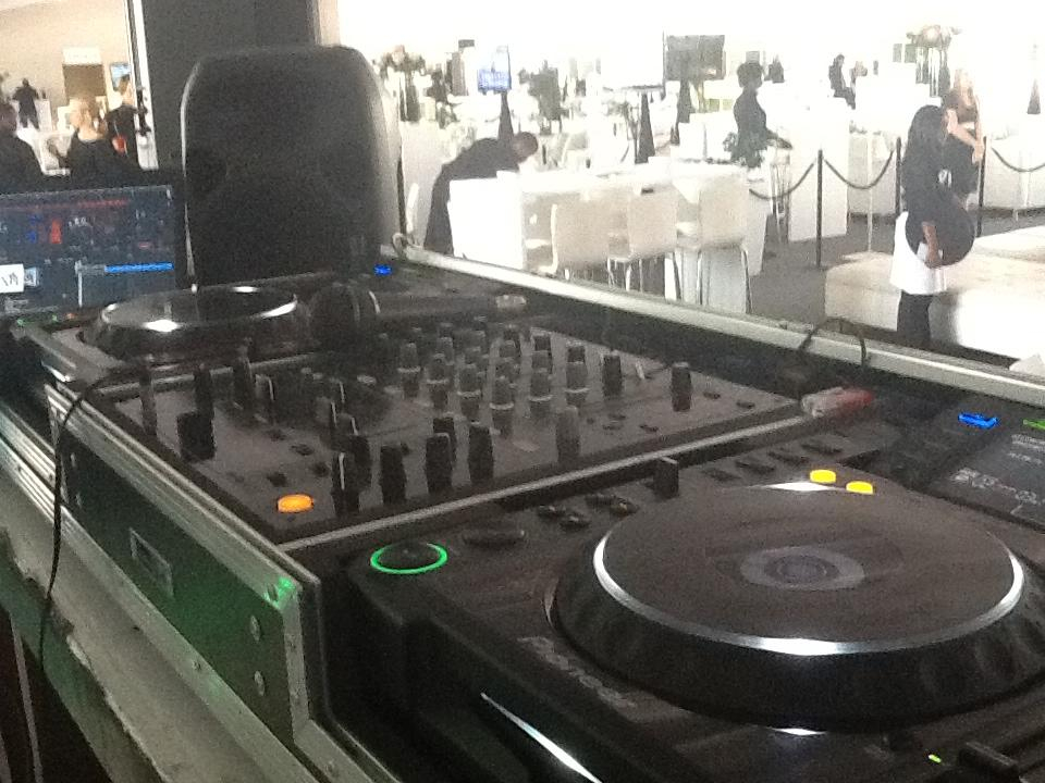 THE GEAR FOR THE PRO - DJ