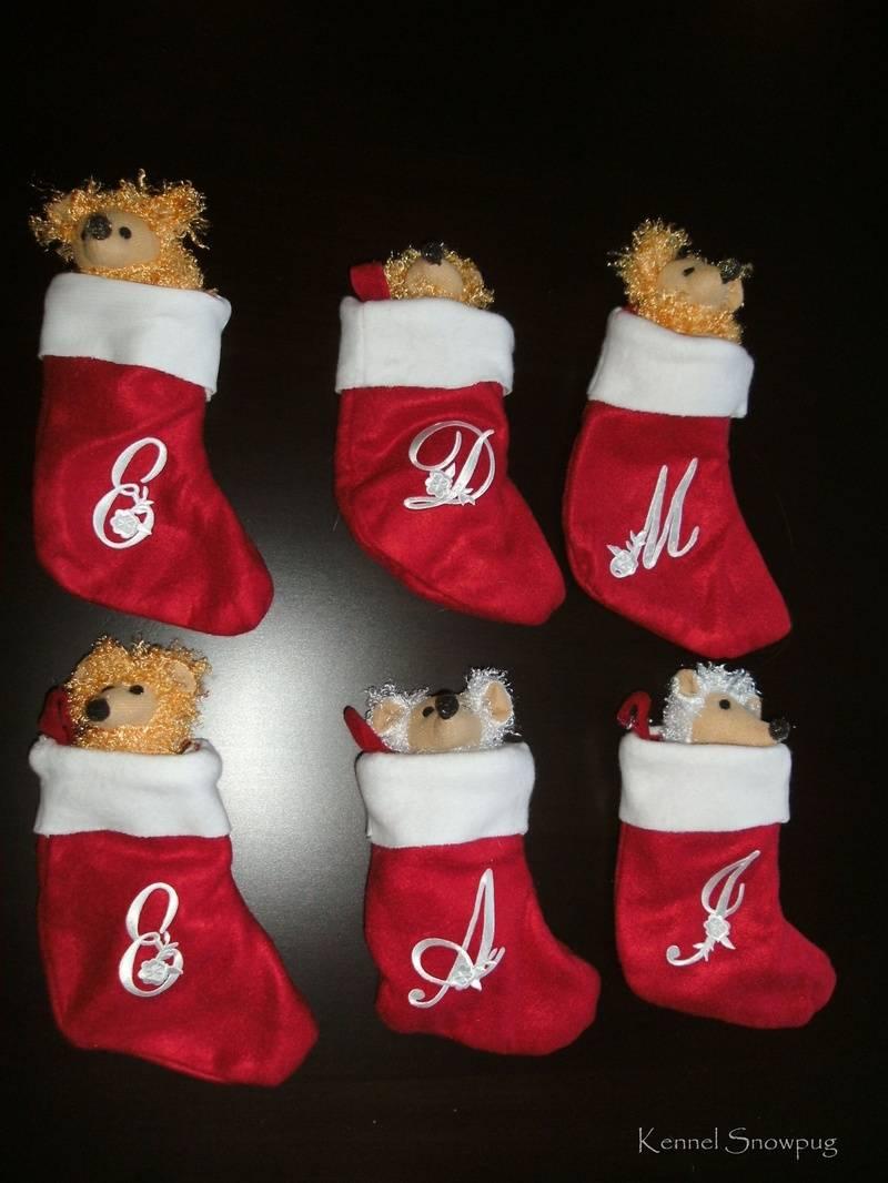 Mopsene har fått personlige julestrømper