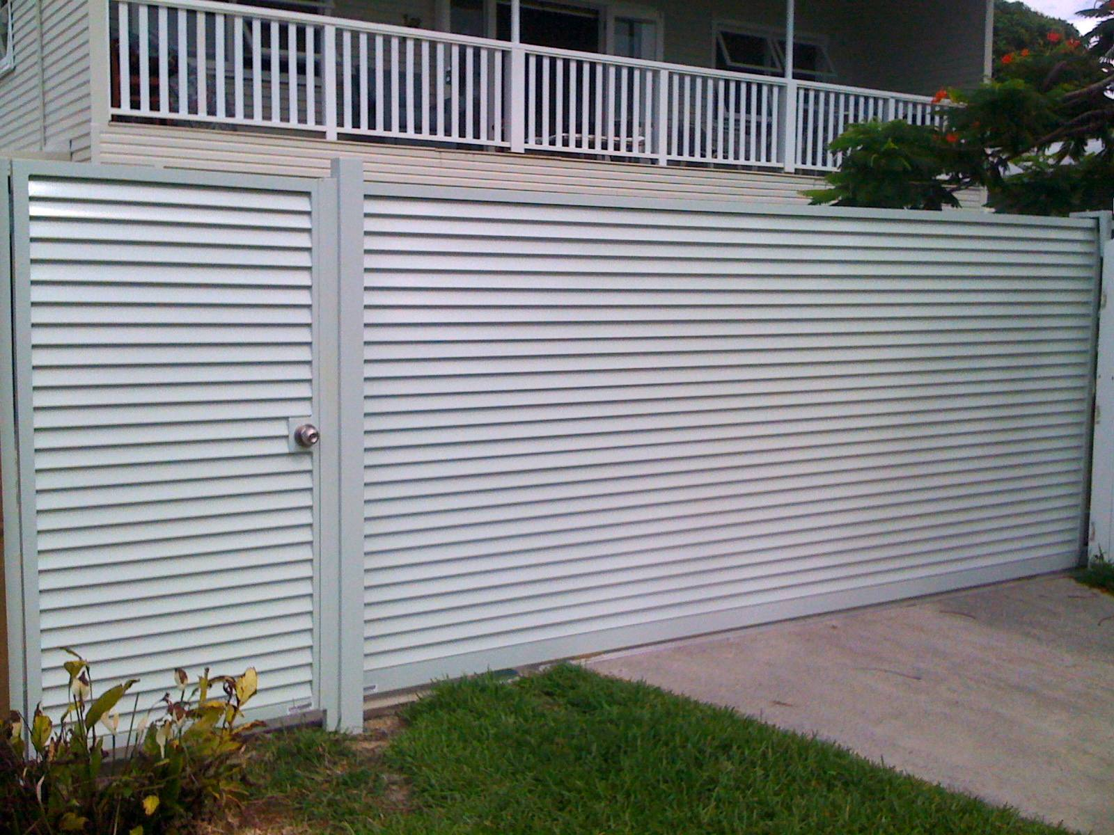 Horizontal louvred gate and fence panels