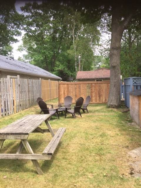 Side Yard with privacy