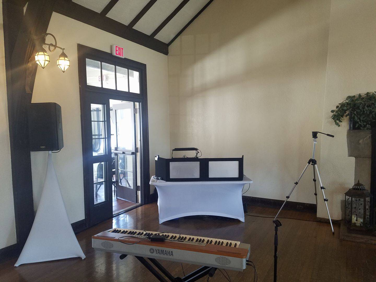 Easy, simple set up for ceremony music