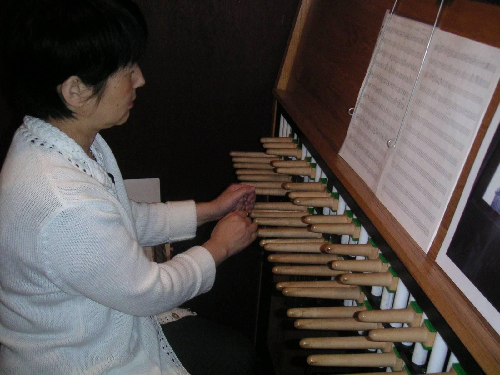 Yuko Tajima Playing the Alte Nikolai Carillon