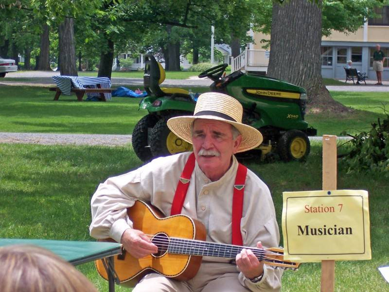 Jim with 1910 guitar at Granger Homestead Days