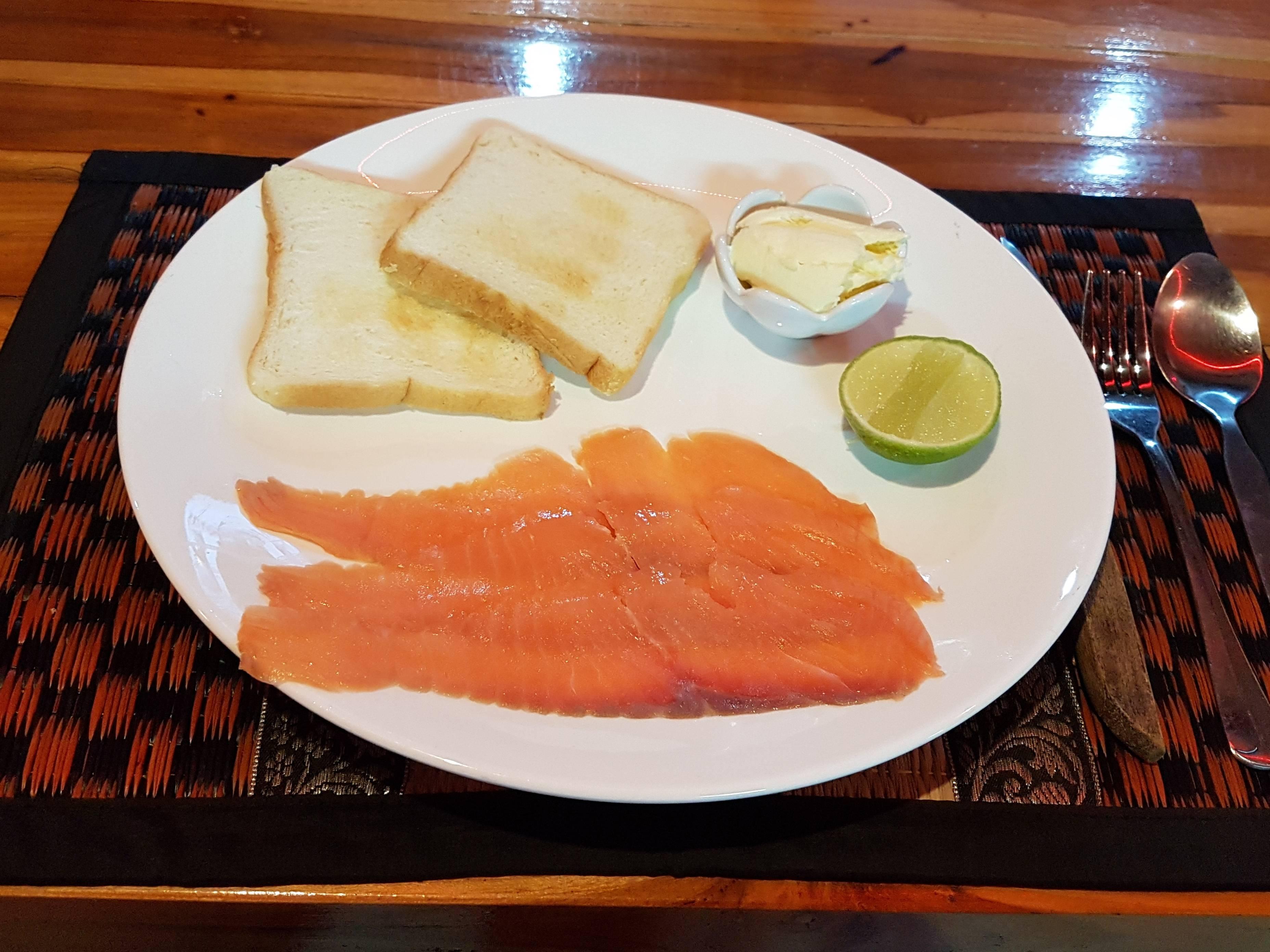 Smoke Salmon with Toast