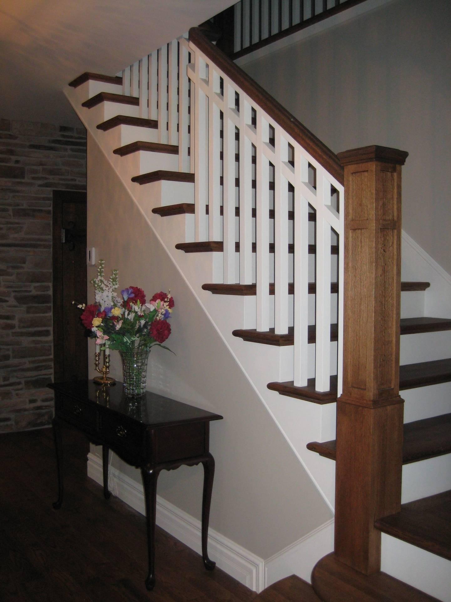 Escalier de bois, mixte teinture et lacque
