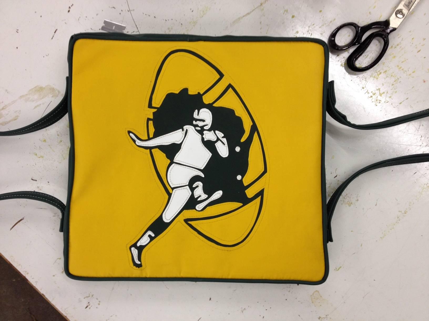 Vintage Packers logo life preserver