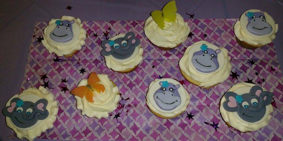 Baby shower matching cupcakes