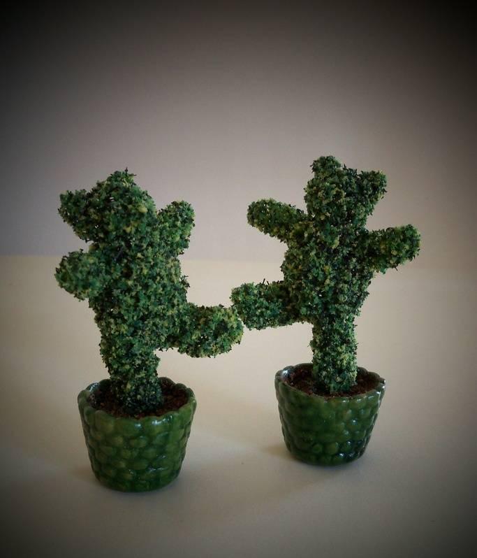 Dancing bear topiary