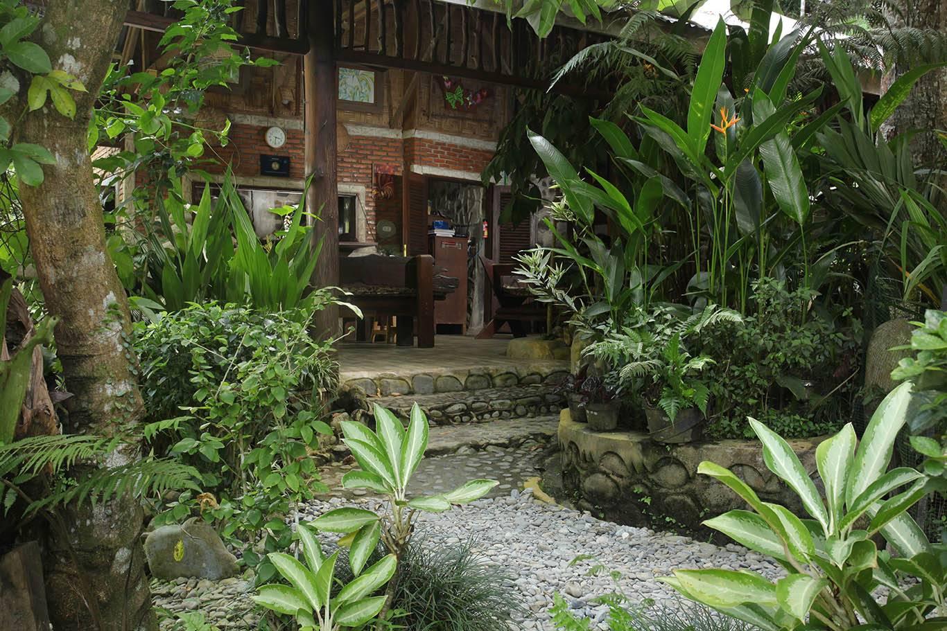 entrance into Kupu Kupu Garden cafe