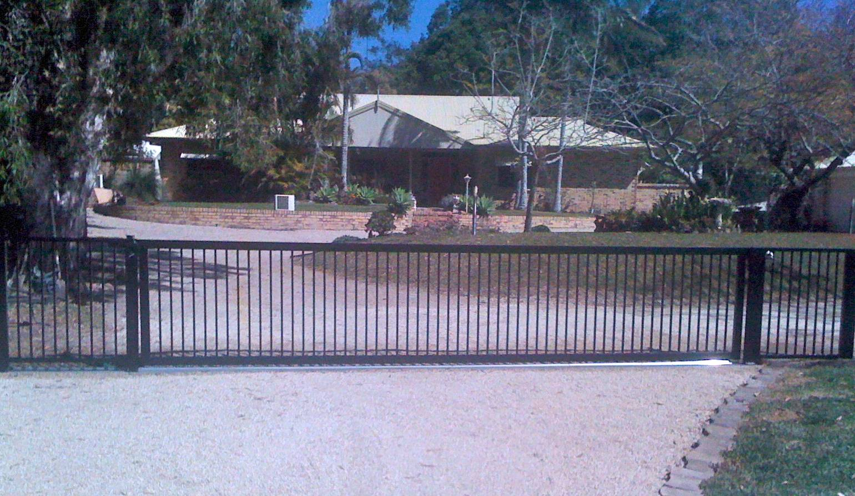 Flat top sliding gate