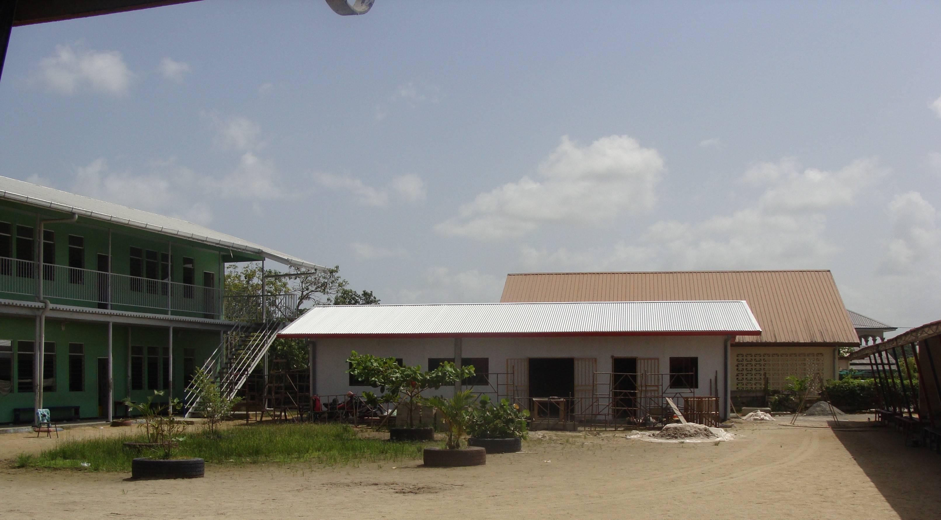 2017: Surinaams bedrijf Staatsolie schenkt een mediatheek!