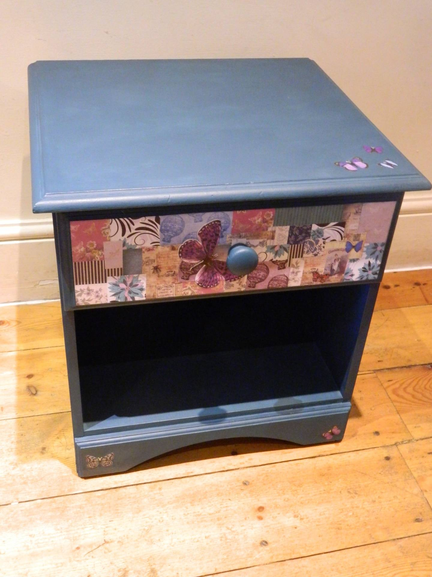 Small bedside unit