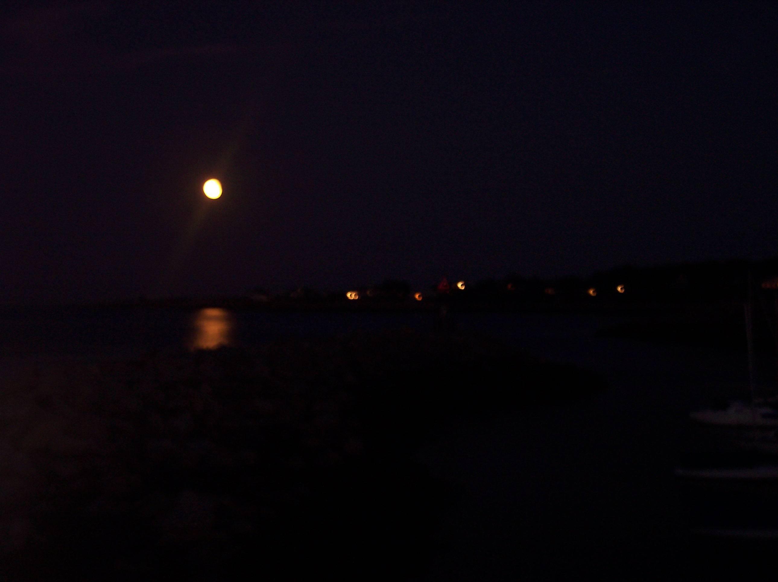 Full Moon/Rockport
