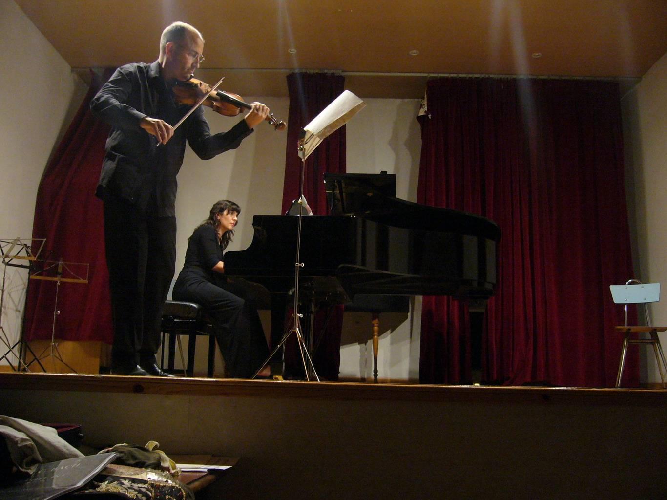Miguel Llamazares y Julia Franco en concierto