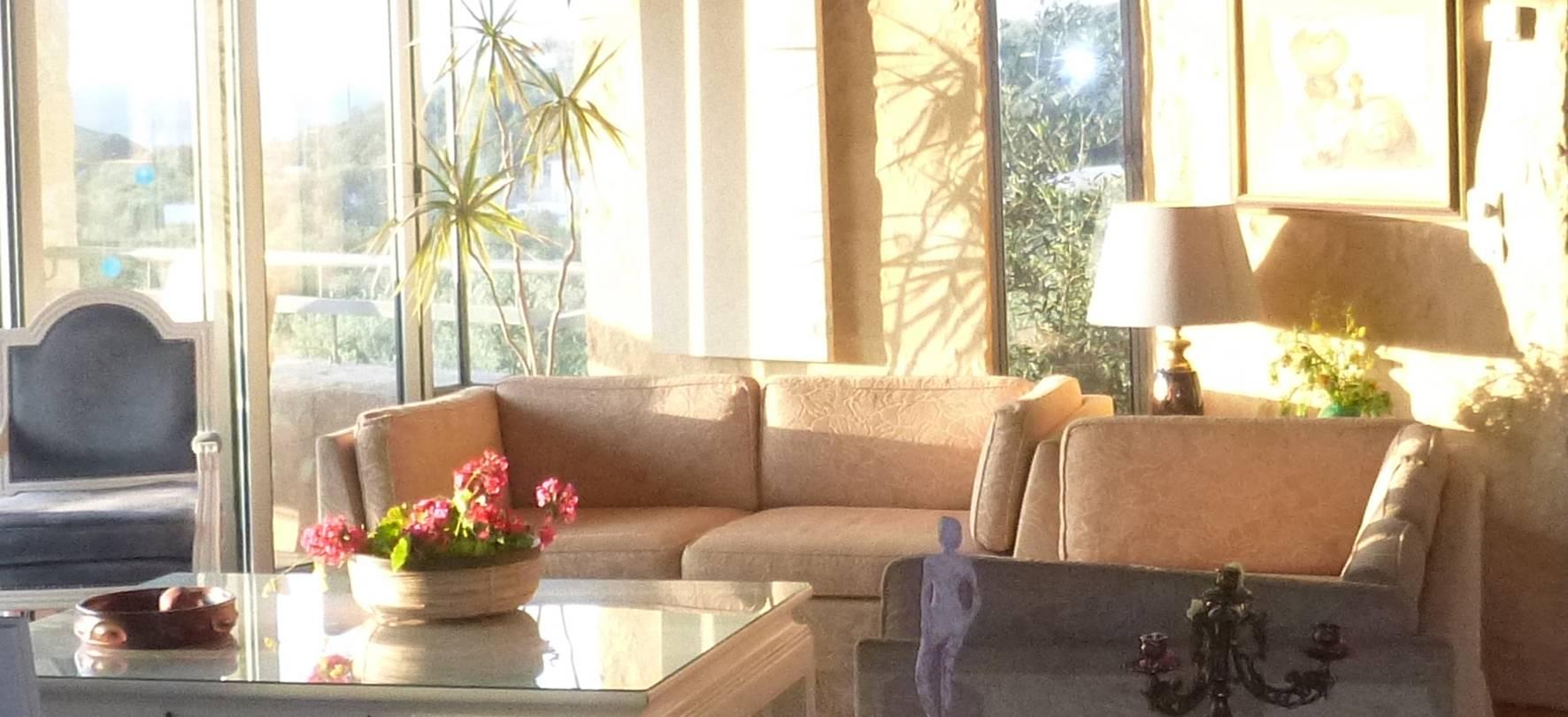 main floor: living room detail 1