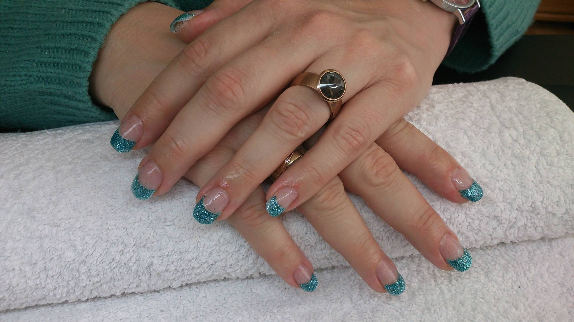 Acryl met turquoise glitterfrench