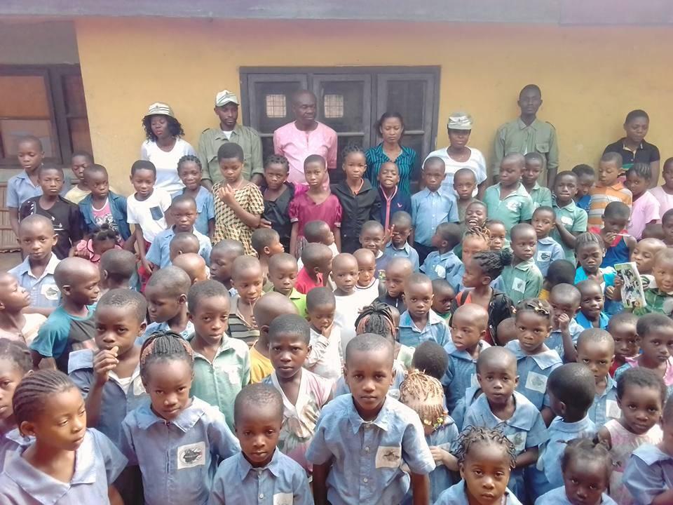 Children ready to receive their books