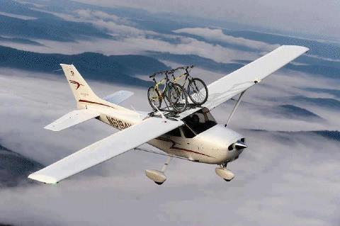 een fiets-vliegtuig vakantie