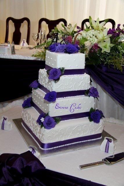 Purple and white wedding Cake 3 (W002)