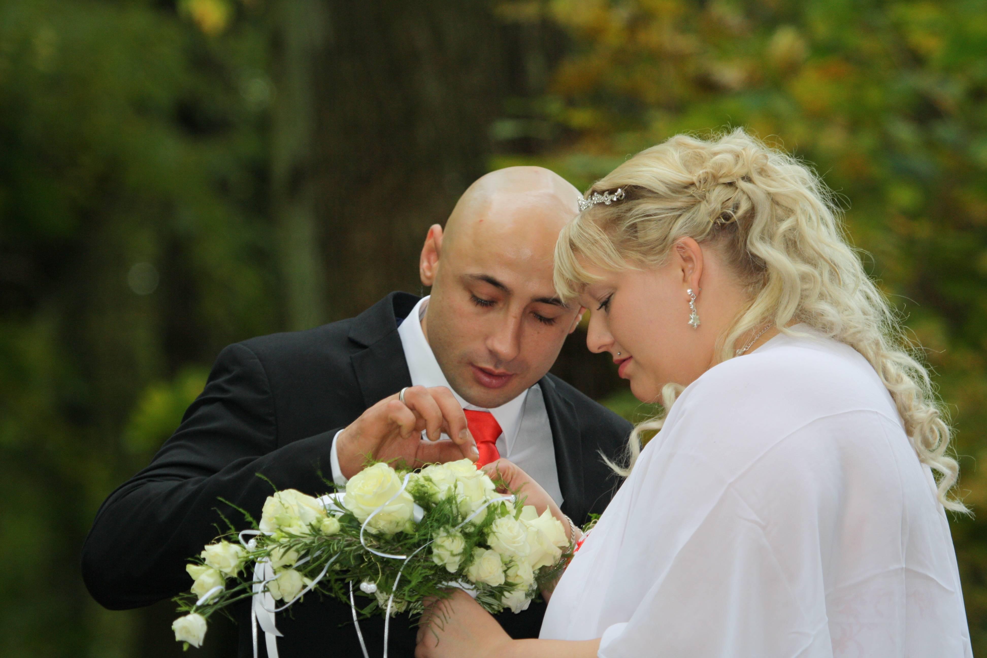 Ein Glücksbringer im Brautstrauß