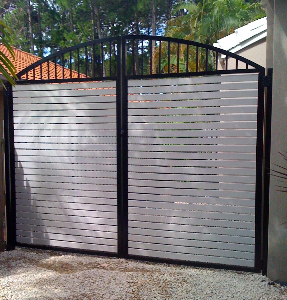 Horizontal slatted double gates