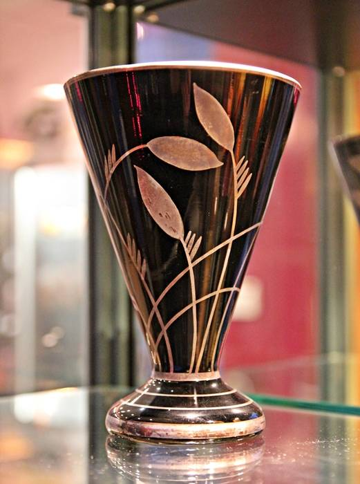 « Vase au feuillage », vers 1930