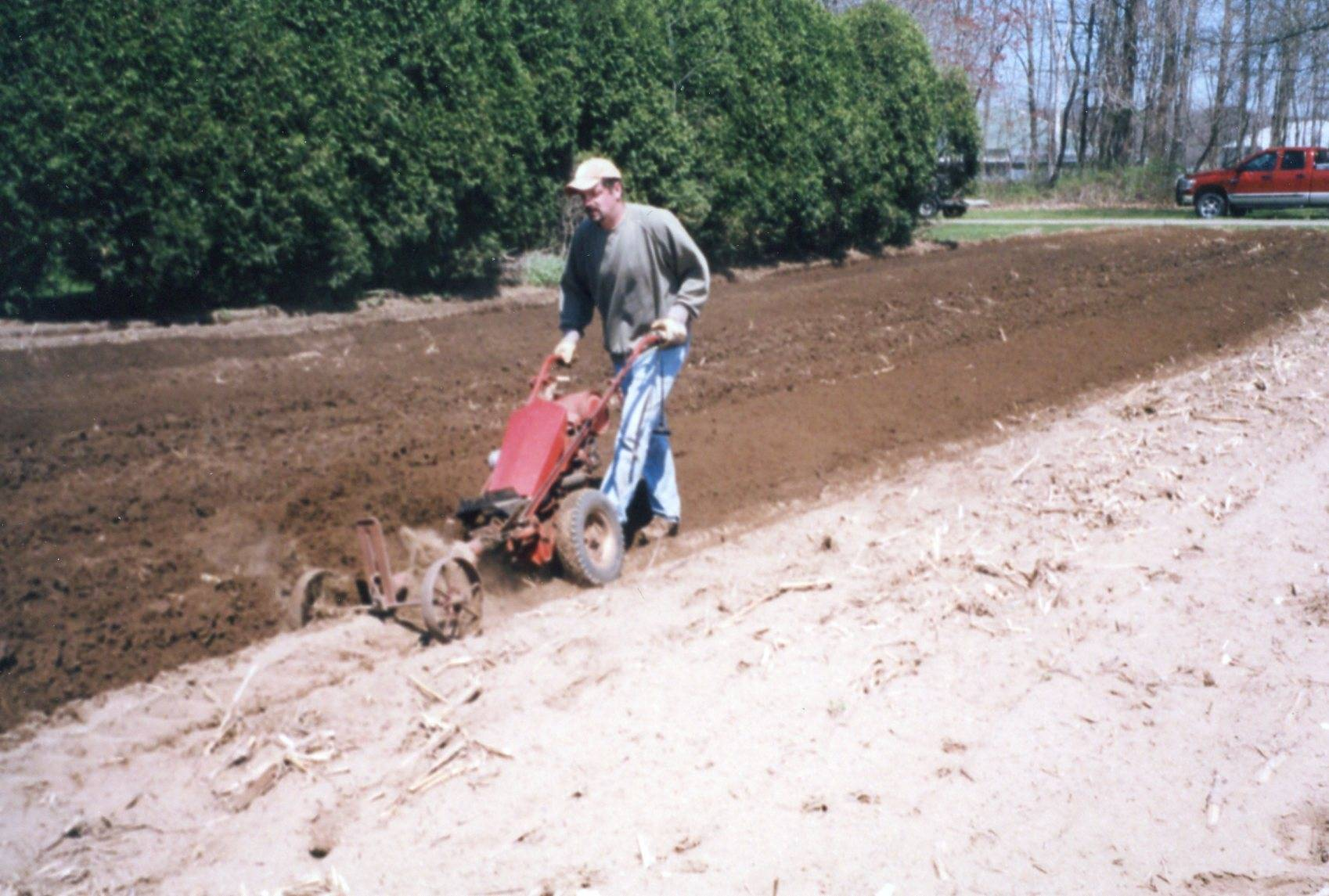 GRAVELY L8 ROTARY PLOW HICKORY LAKE