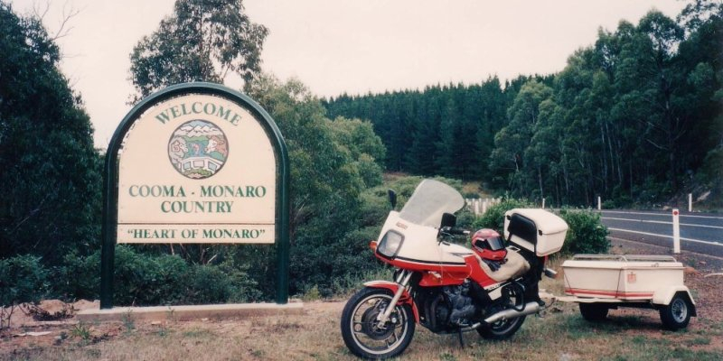 Tom's XJ900 & Trailer entering the Snowy Mountains - Feb 1994