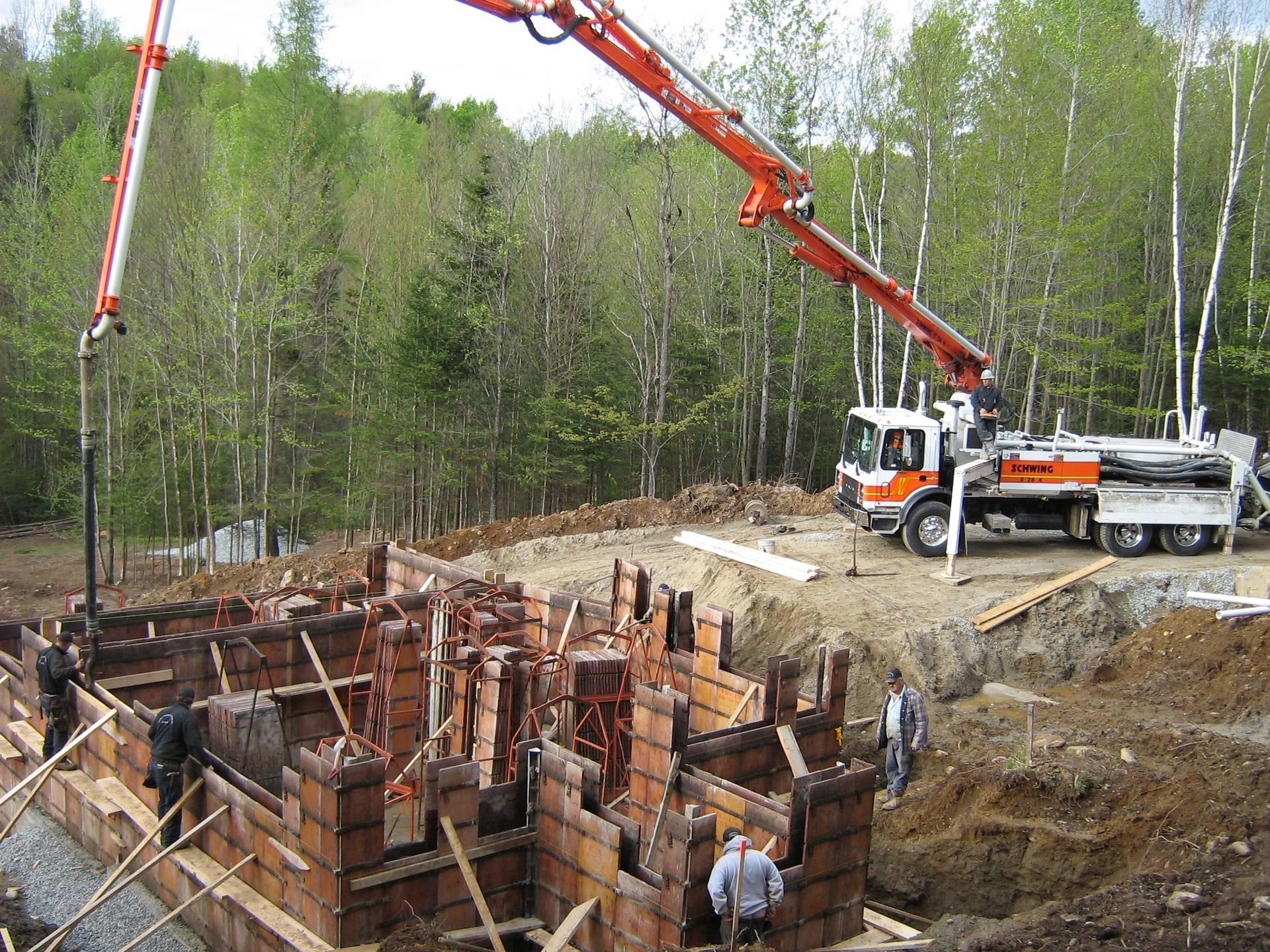 coulée des murs de fondation