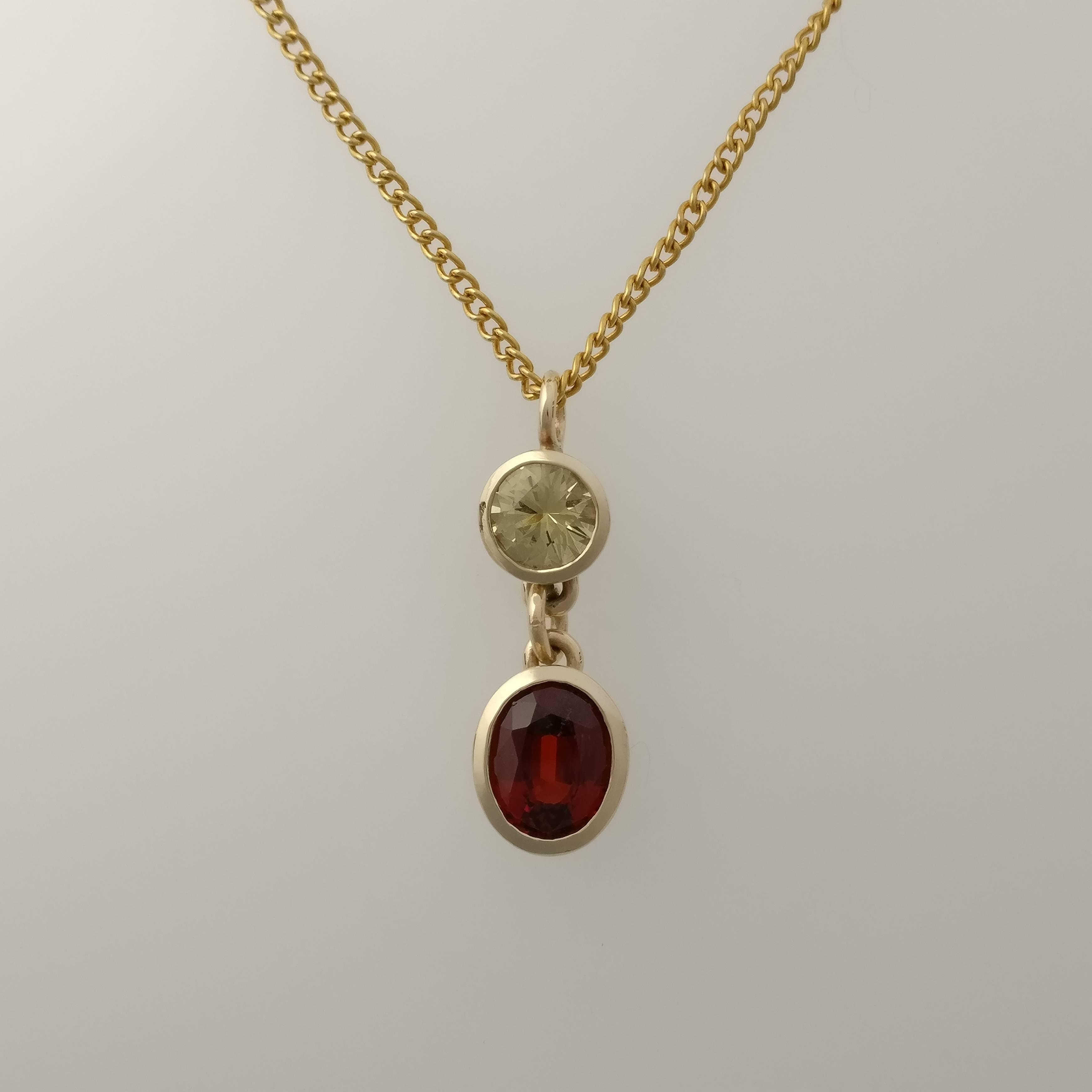 Yellow gold and garnet pendant