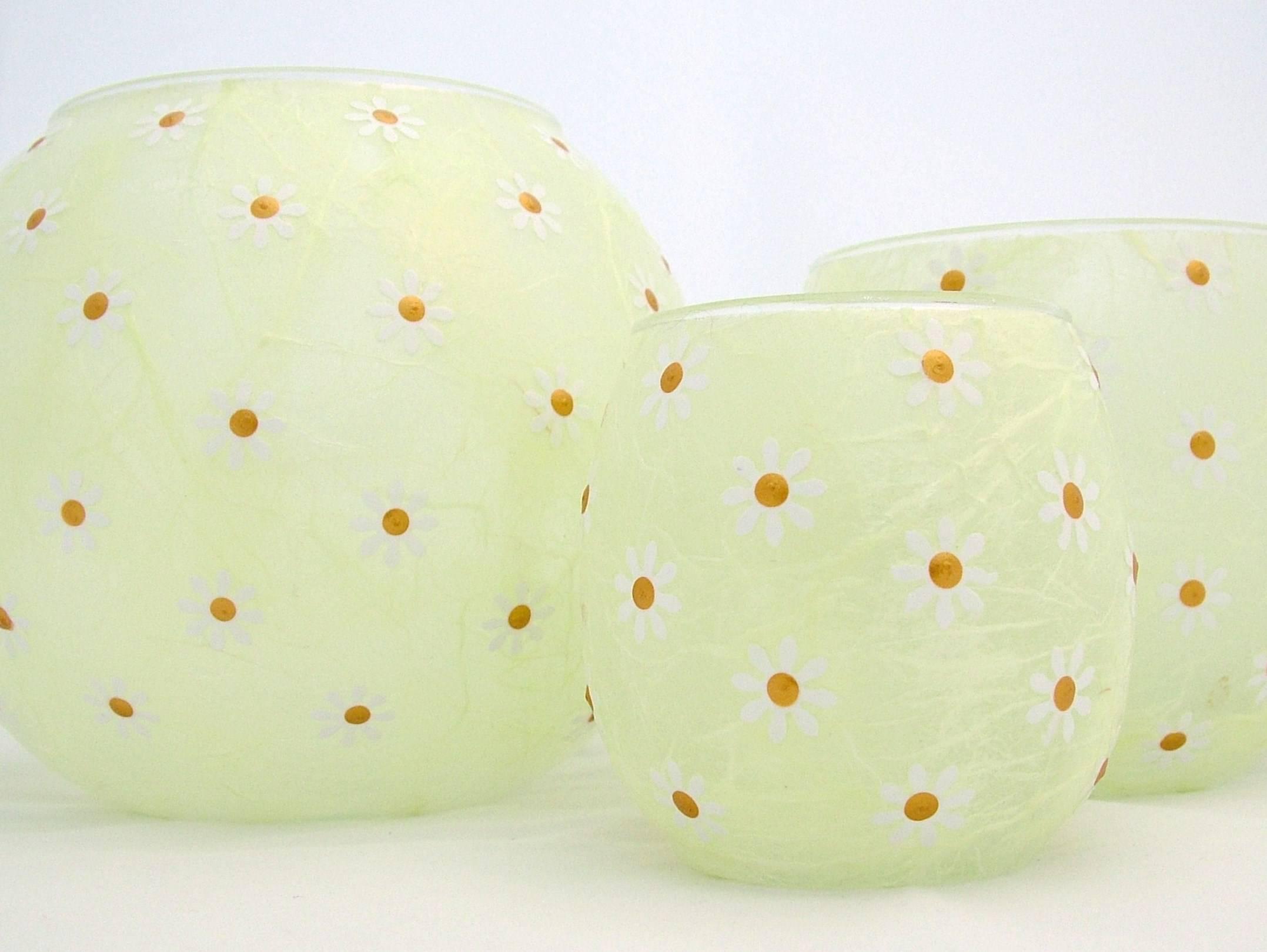 Apple Green Daisies