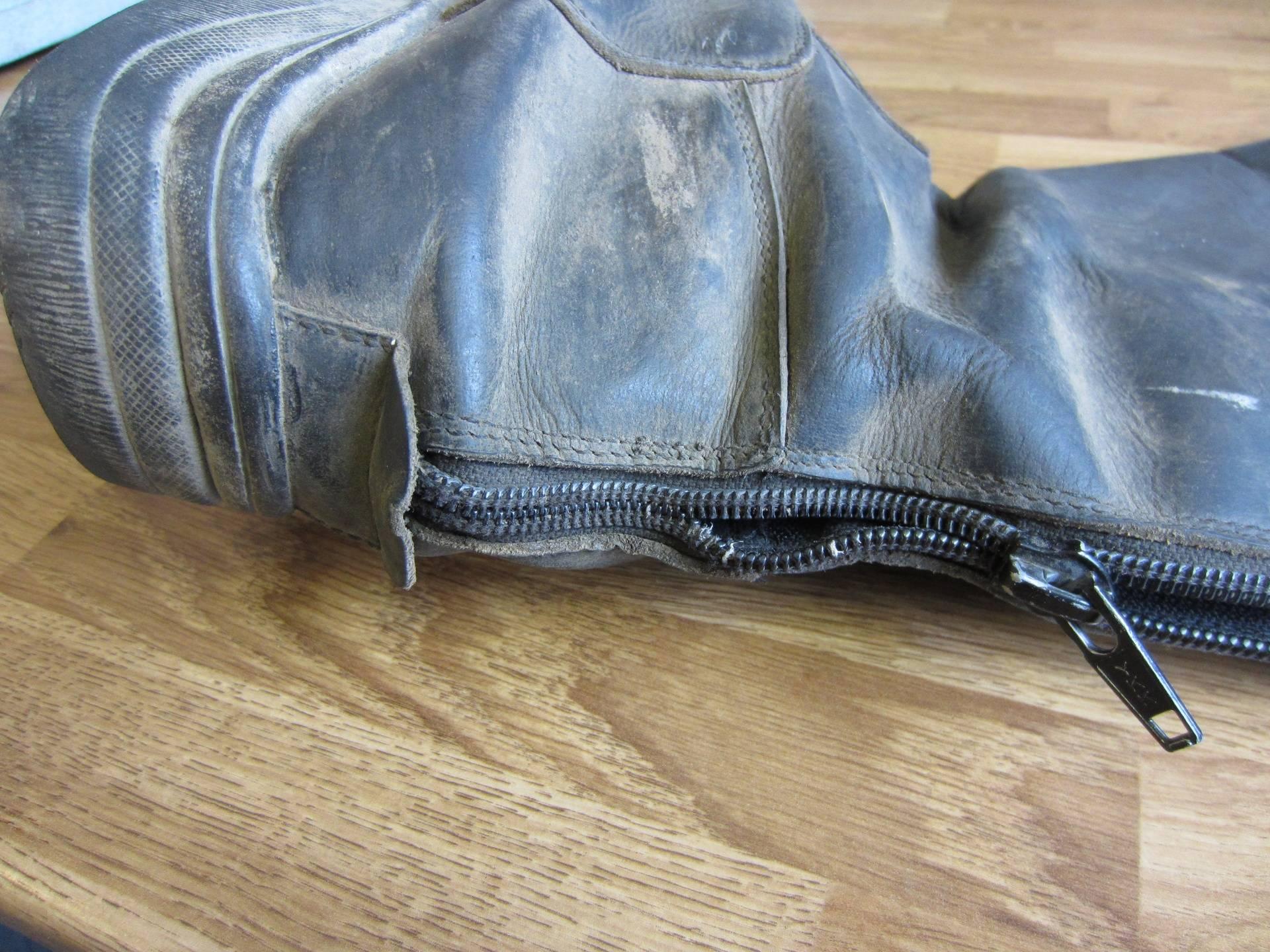 Old zip, nylon teeth have worn