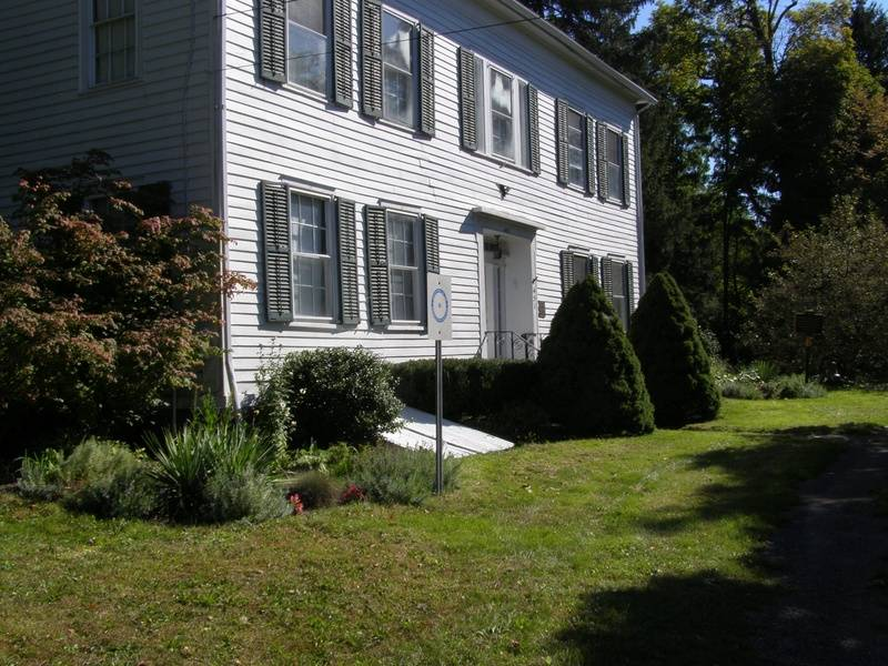 Front view of the Mynderse-Frederick House