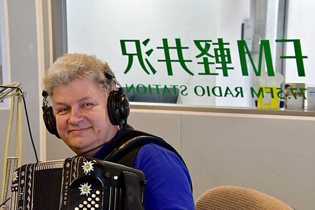 Woho live on Radio station