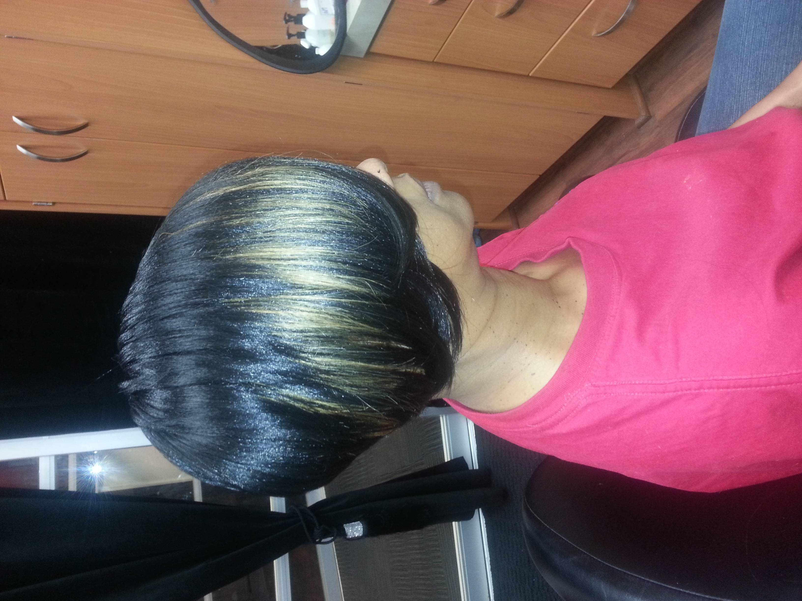 Short quick weave with cut