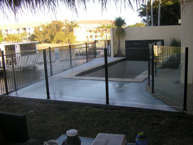 SEMI FRAMELESS GLASS AND FLAT TOP FENCING