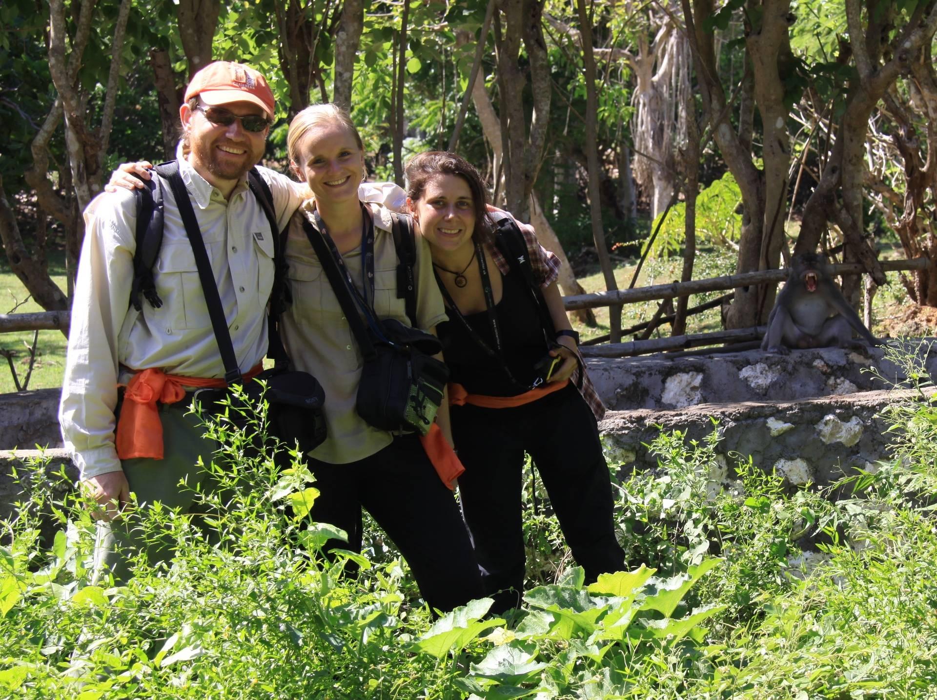 JB Leca, Fany Brotcorne, Lucía Jorge Sales, and a yawning macaque (Uluwatu, Bali, May 2016)