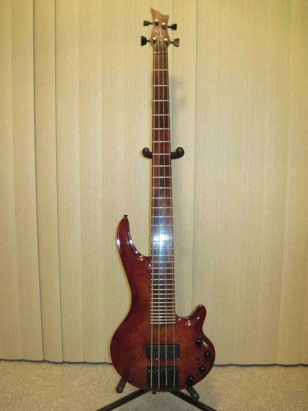 USA 1996 Curbow Petite 33 Fret Bass Guitar.