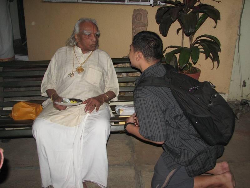 April 2009 - Saying a mini farewell to Guruji