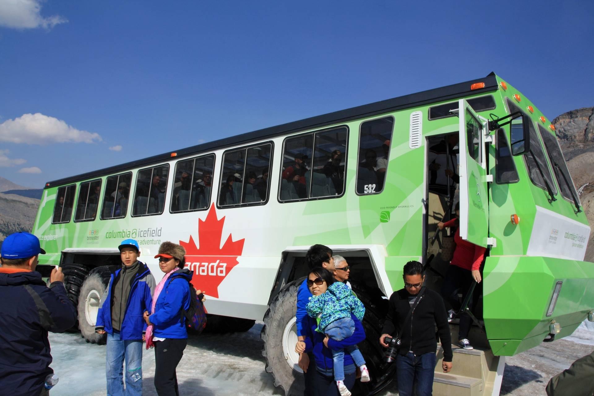 Transportation to Athabasca Glacier