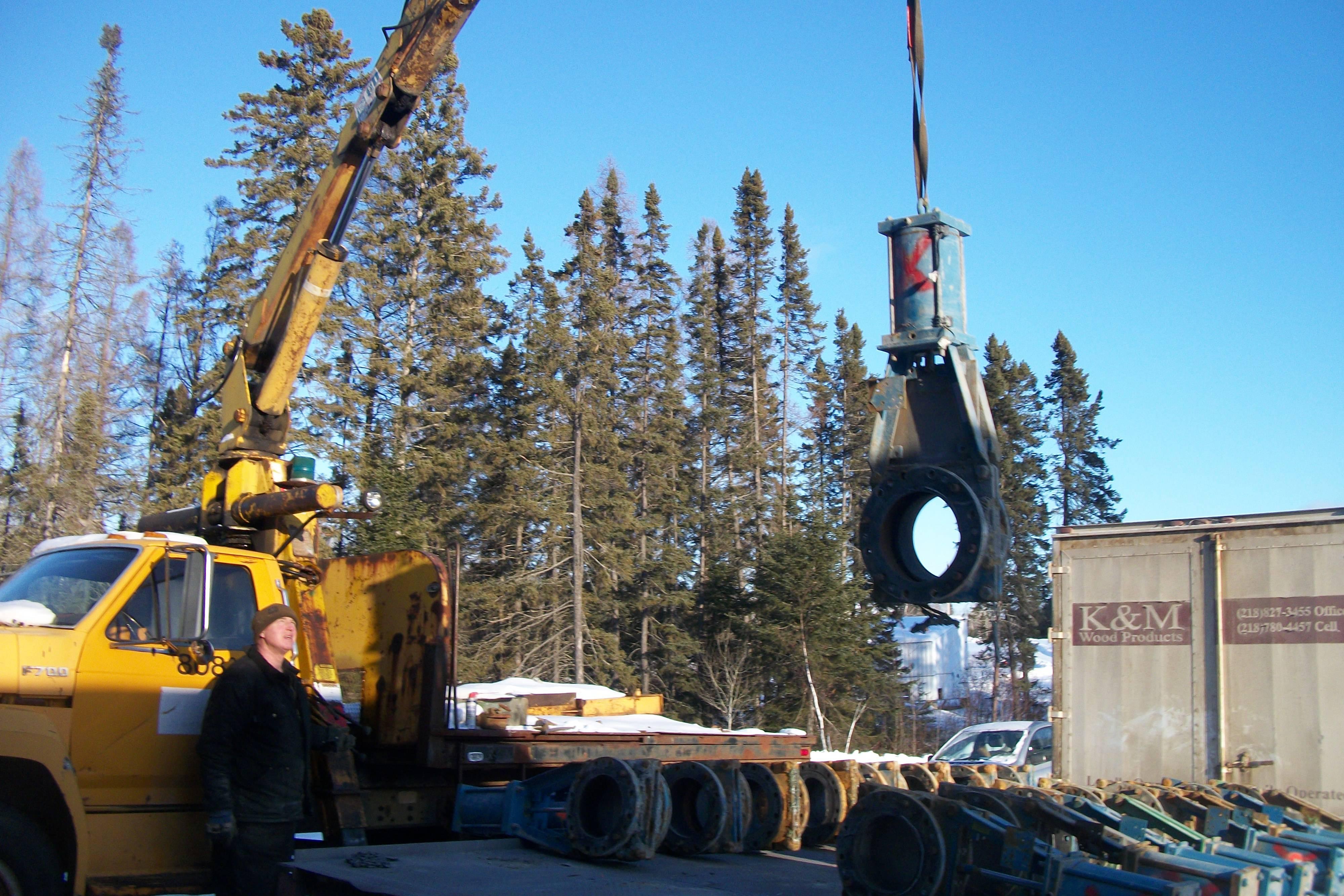 Handling of valve componants