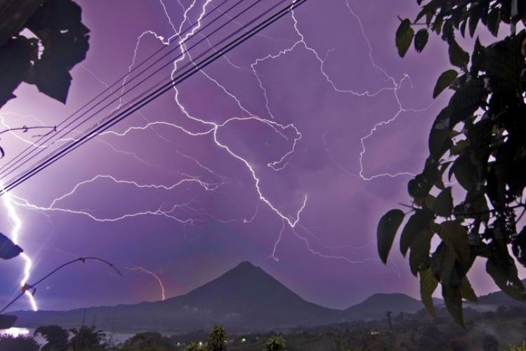 Stroming over Arenal