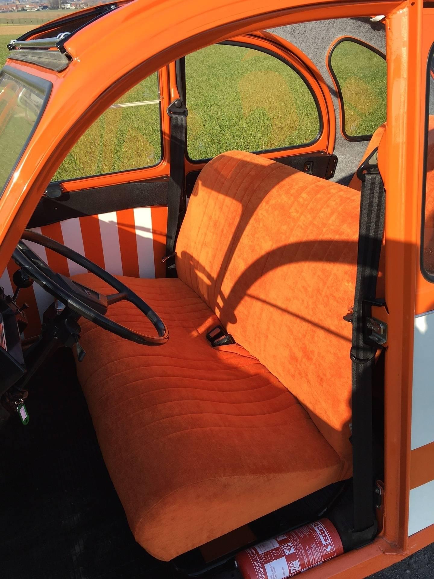Voorbank in oranje fluweel
