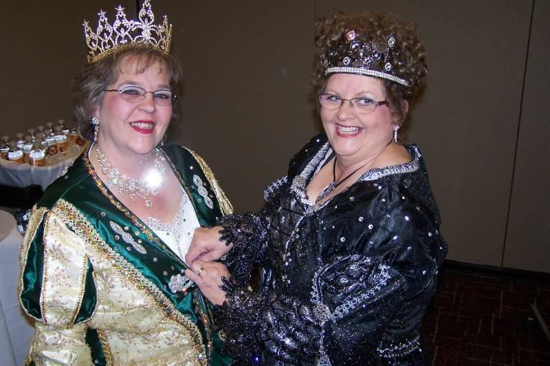 Queens unite