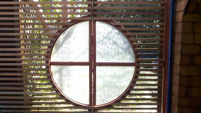 Front gate glass