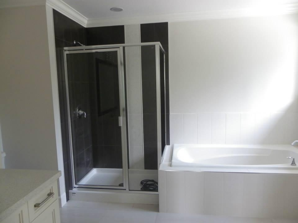 Ensuite Tub & Shower